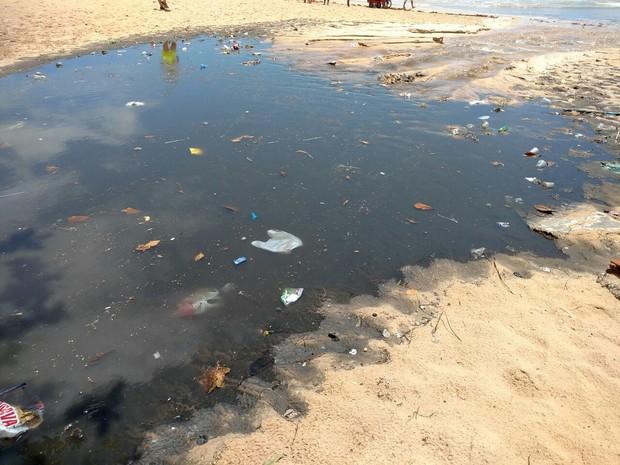 Esgoto é despejado na Praia de Boa Viagem, na Zona Sul do Recife (Foto: Reprodução/WhatsApp)