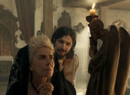 Gaspar percebe nervosismo de Dionísia e fica desconfiado