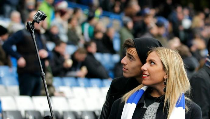 Selfie torcida Chelsea (Foto: AFP)