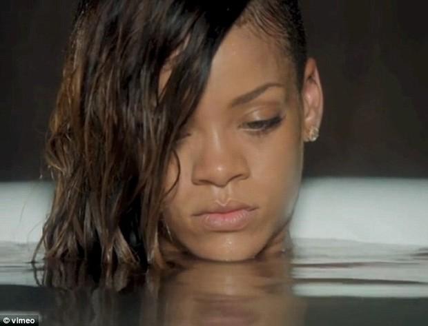 Rihanna  (Foto: Reprodução / Vimeo)