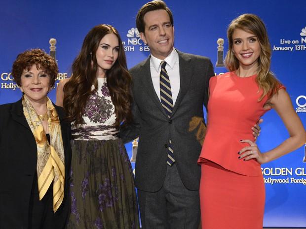 Aida Takla-O'Reilly, Hollywood Foreign Press Association, posa com Megan Fox, Ed Helms e Jessica Alba (Foto: Reuters)