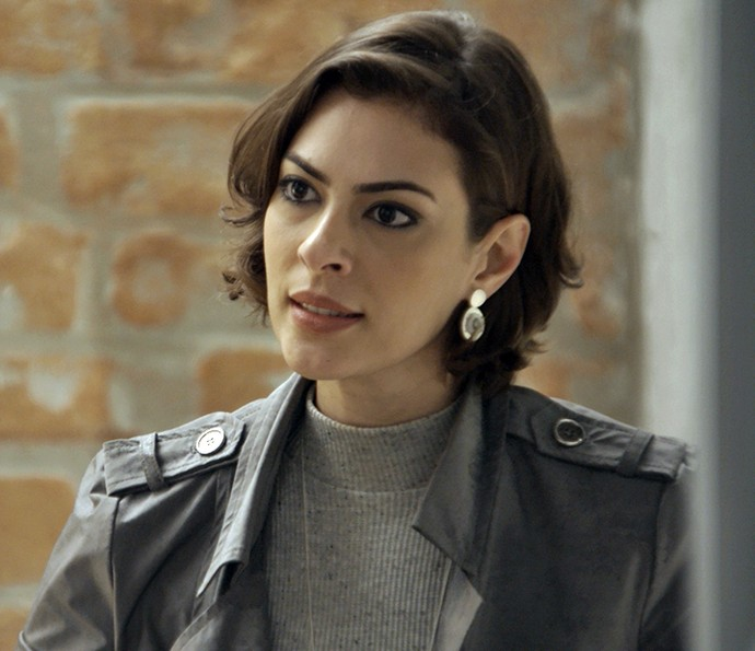 Adriana fica preocupada com a piloto (Foto: TV Globo)