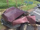 Carro se parte ao meio e motorista sobrevive após batida em MG