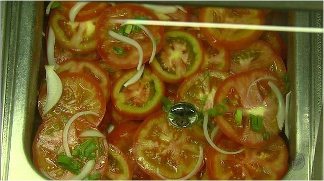 Consuma a salada antes das refeições, se o objetivo for emagrecer (Foto: Reprodução EPTV)