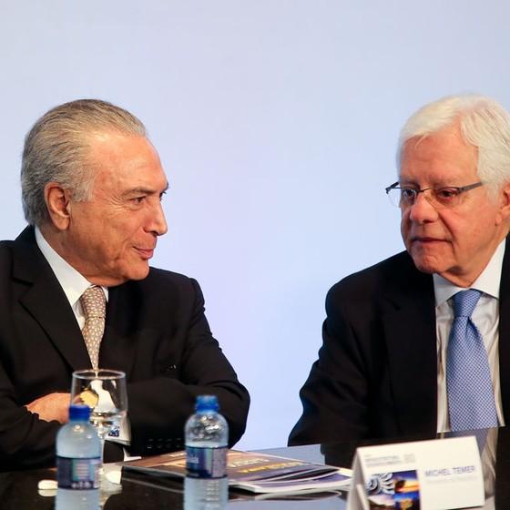 O presidente Michel Temer e o secretário do governo federal Moreira Franco (Foto: Alan Marques/Folhapress)