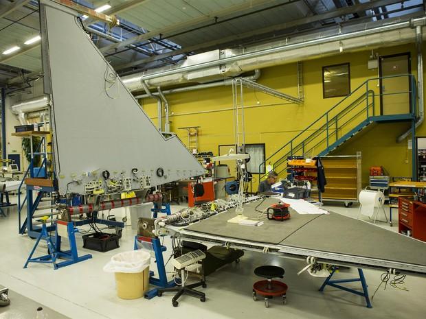 Linha de montagem do Gripen na fábrica da Saab em Linkoping (Foto: Saab/divulgação)