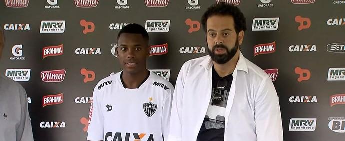 Robinho é apresentado usando a nova camisa 2 do Atlético-MG 81ee57031a28e