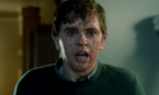 Compare as cenas do chuveiro de Bates Motel e 'Psicose'