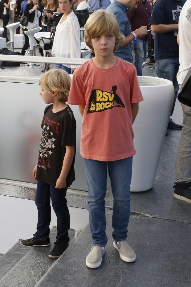 Filhos de Angélica e Luciano Huck no ensaio técnico do Rock in Rio (Foto: Felipe Assumpção/AgNews)