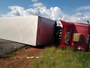 Mulher cai de cabine de caminhão e morre após tombamento em Rincão