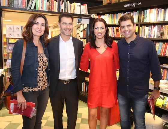 Fátima Bernardes prestigia lançamento de livro no Rio