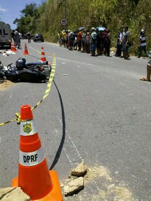 Acidente deixou duas pessoas mortas em Jaboatão, PE. (Foto: Kety Marinho / TV Globo)
