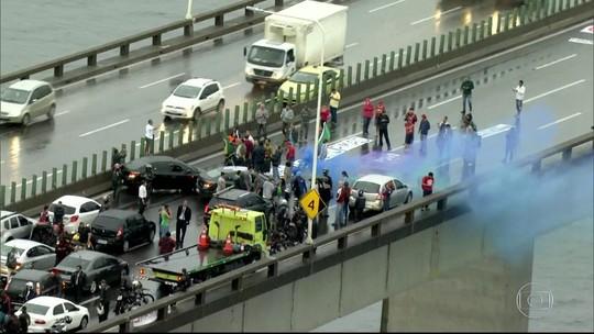 Protestos interditam importantes vias e deixam Rio em estágio em atenção