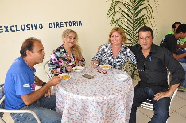 Tacacá, vatapá, mungunzá, tarubá e bolo de macaxeira estavam entre os alimentos que fizeram o gosto de todos (Foto: Zé Rodrigues/ TV Tapajós)
