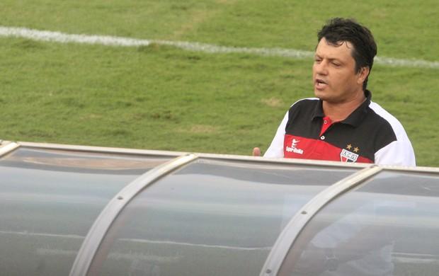 Adilson Batista, técnico do Atlético-GO (Foto: Weimer Carvalho/O Popular)
