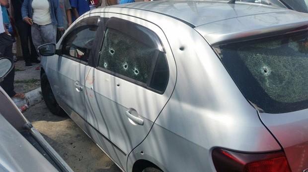 Homens dispararam diversas vezes contra o carro onde o PM estava (Foto: Polícia Militar/Divulgação)