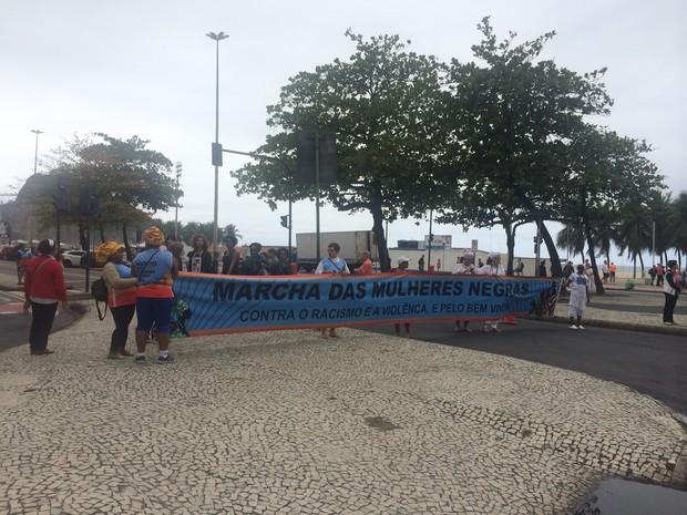 Marcha das Mulheres Negras foi convocada para a manhã deste domingo na Zona Sul (Foto: Matheus Rodrigues/G1)