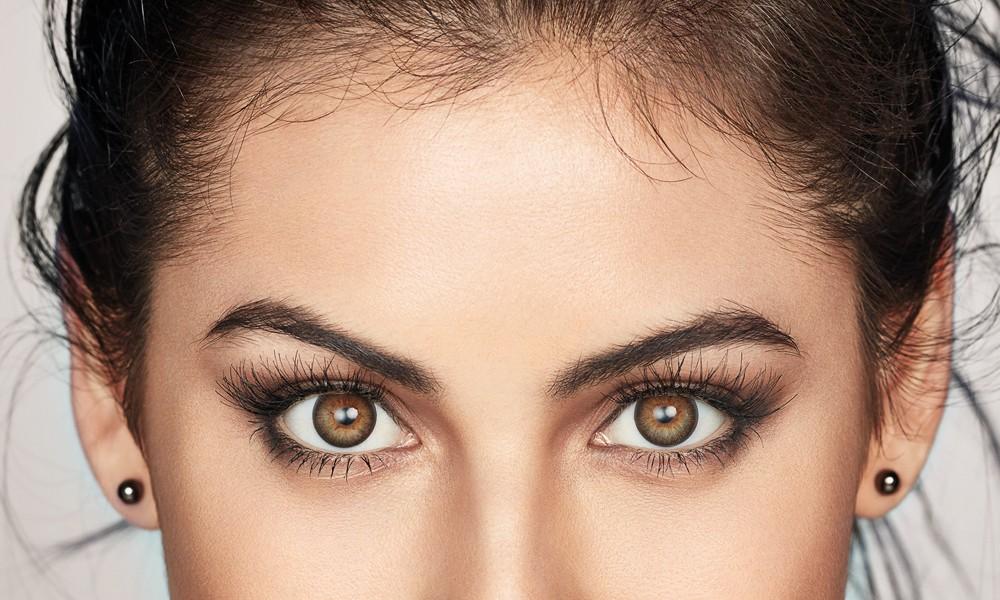 As lentes de contato 1-DAY ACUVUE® DEFINE® adicionam contorno e brilho à cor natural dos olhos