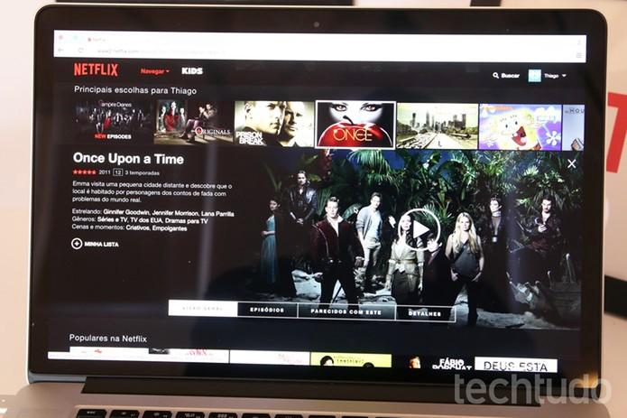No desktop, basta clicar no conteúdo do Netflix para ver uma janela com mais informações (Foto: Fabrício Vitorino/TechTudo)