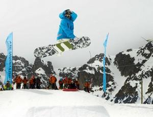 Esdras Tikinho praticando snowboard, profissional de sandboard 2 (Foto: Carlos Muriongo)