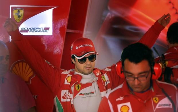 Felipe Massa nos boxes da Ferrari, em Mônaco (Foto: AFP)