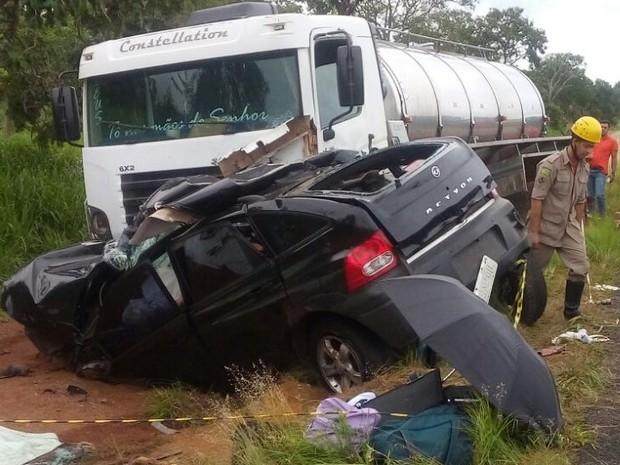 Acidente na GO-139, em Caldas Novas, Goiás (Foto: Reprodução/ TV Anhanguera)