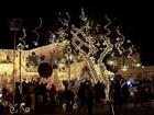 Iluminação de Natal atrai famílias para praças e comércios de Goiânia