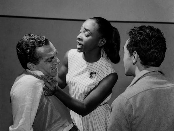 Nelson Rodrigues atuando em 'Perdoa-me por traíres' (Foto: CEDOC)