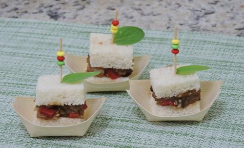 Requinte e sabor: experimente as barquinhas com caponata de berinjela