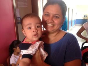 Rosilene Leite levou o filho Lorenzo pela primeira vez na campanha (Foto: Jéssica Alves/G1)