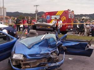 No Escort estavam o motorista e mais cinco passageiros (Foto: Luiz Carlos de Souza/RBS TV)
