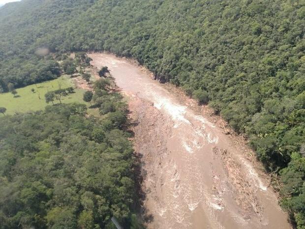 Rio que corta a zona rural de Porto Esperidião transbordou e provocou danos a fazendas e residências. (Foto: Assessoria/Corpo de Bombeiros)