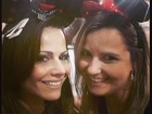 Viviane Araújo posta foto com amiga usando as orelhas da Minnie Mouse