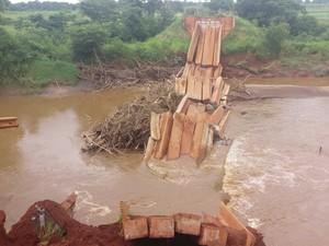 Ponte da rodovia MS-382 desaba em Guia Lopes da Laguna (Foto: Ademir Souza Almeida/arquivo pessoal)
