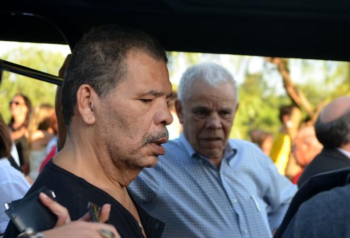 Maguila se emocionou na despedida ao narrador Luciano do Valle (Foto: Fernando Pacífico / G1 Campinas)