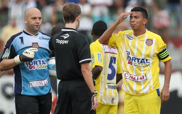 Árbitro Madureira x Botafogo (Foto: Guilherme Pinto/Agência O Globo)