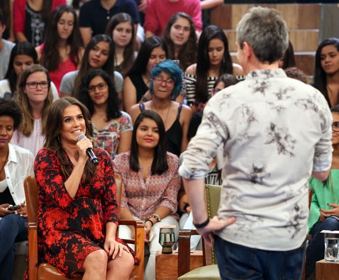 Serginho Groisman entrevista a atriz Deborah Secco no Altas Horas (Foto: Carol Caminha/Gshow)