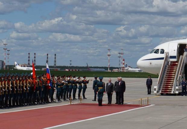 O presidente Michel Temer chega à Rússia, onde vai conversar com empresários para discutir investimentos no Brasil (Foto: Reprodução/Twitter)
