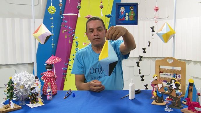 Apaixonado pela arte japonesa, ensinou fazer um balão de origami  (Foto: Reprodução / TV Diário )