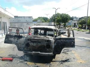 G1 - Kombi <b>pega fogo</b> em <b>posto</b> e duas pessoas ficam feridas, em <b>...</b> 2014