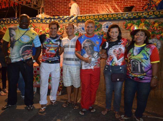 Representantes das quadrilhas comemoram o resultado conquistado no Levanta Poeira 2012 (Foto: Marina Fontenele/G1 SE)