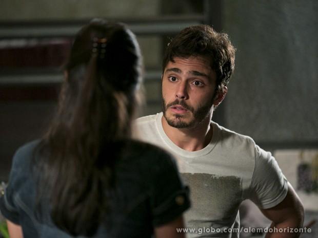 William não deixa Sandra ligar para André (Foto: Felipe Monteiro/TV Globo)