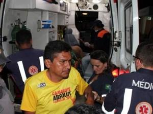 Vítimas foram socorridas por técnicos do Samu (Foto: Marcelino Neto)