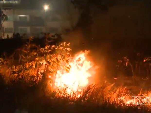 Mudança de tempo tem colaborado para o aumento de focos de incêndio em São Luís (Foto: Reprodução/ TV Mirante)