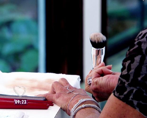 65cd6353cbd48 Ana Maria ensina como limpar os utensílios de maquiagem (Foto  TV Globo)