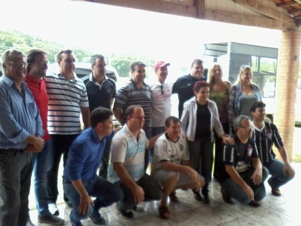Roberto Comeron anuncia 13 secretários para a gestão municipal 2013-2016, em Itapeva (SP). (Foto: Giliardy Freitas / TV TEM)