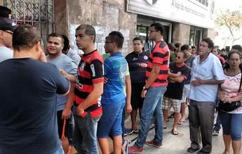 Torcida do Campinense faz longa fila em busca de ingressos para a final