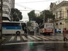 Acidente entre dois ônibus deixa um ferido no Centro do Recife