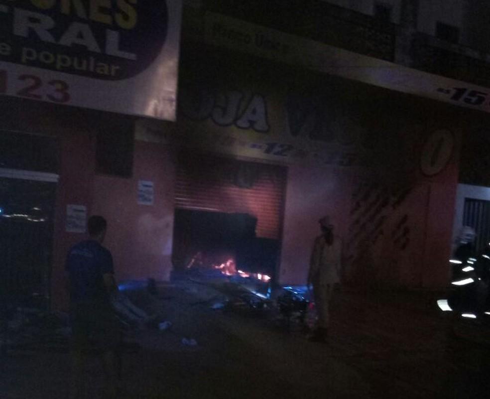Incêndio destruiu loja de roupa na região norte de Palmas (Foto: Divulgação)