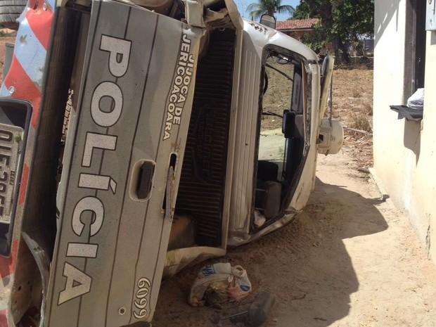 O veículo capotou próximo a cidade de Trairi (Foto: Mateus Ferreira/ TV Verdes Mares)